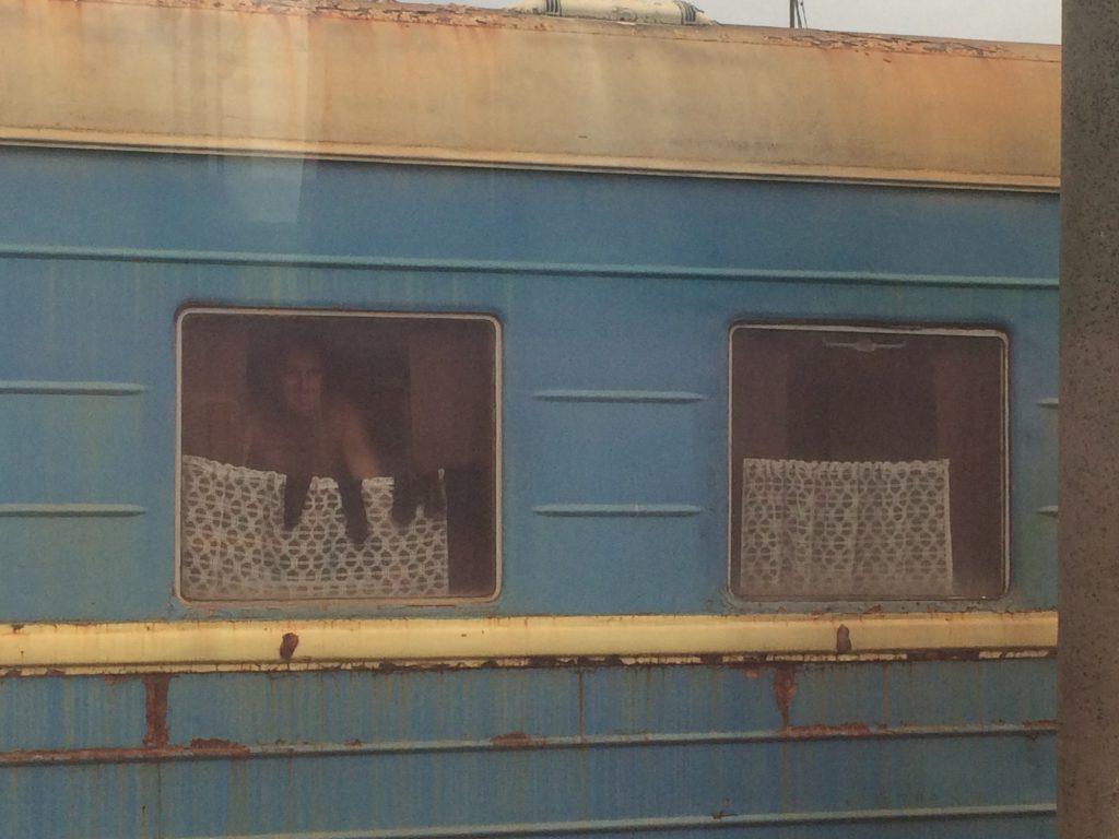 näkymä toiseen junaan